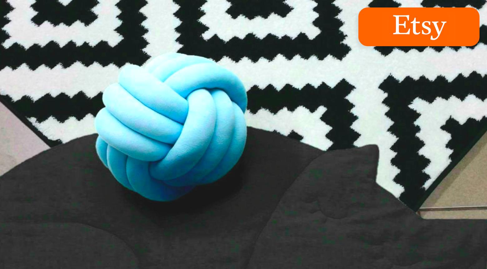Large knot pillow